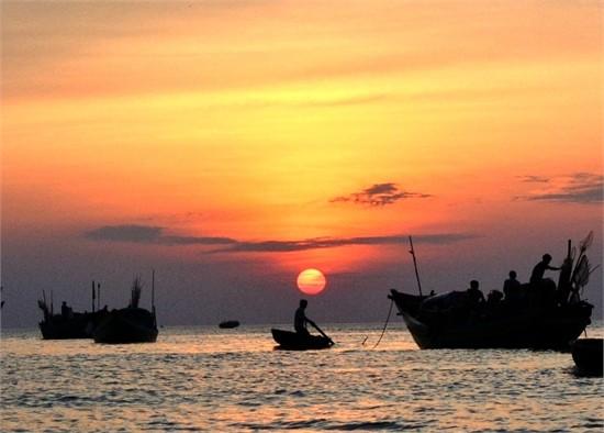 van mau phan tich bai tho doan thuyen danh ca cua huy can Phân tích bài thơ Đoàn thuyền đánh cá của Huy Cận