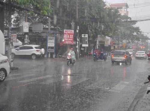images1843686 mua 3 Tả cảnh đường phố khi trời mưa